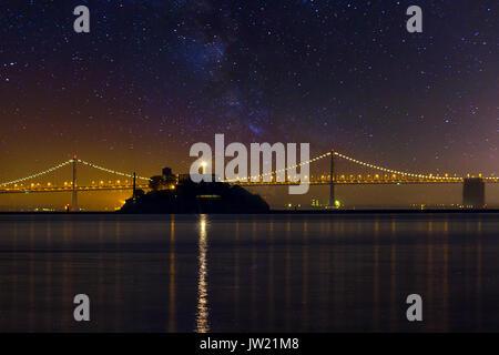 L'île d'Alcatraz à San Francisco Californie sous les étoiles la nuit