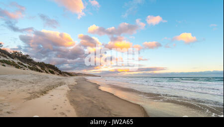 Plage de St clairs, coucher de soleil sur la plage, Otago, île du Sud, Nouvelle-Zélande