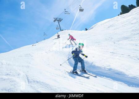 Sur la famille des vacances de ski, Hintertux, Tyrol, Autriche Banque D'Images