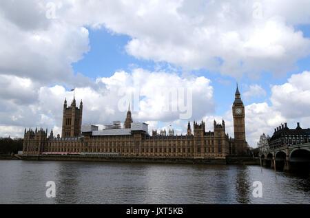 Londres, Royaume-Uni. Apr 27, 2016. Photo prise le 27 avril 2016 montre le Big Ben au centre de Londres, Grande-Bretagne. La célèbre Big Ben retentit pour la dernière fois le lundi (16 août 2000 21) lorsque la célèbre Grande Cloche se tait jusqu'en 2021. Credit: Han Yan/Xinhua/Alamy Live News