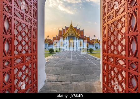 À l'entrée en Temple, Wat Benchamabophit, Bangkok, Thaïlande Banque D'Images