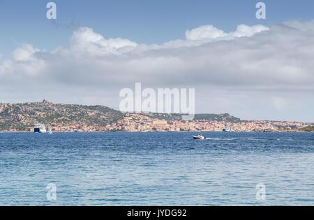 Excursion en bateau dans la mer bleue Palau Province de Sassari Sardaigne Italie Europe Banque D'Images
