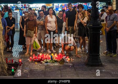 Barcelone, Espagne. Août 19, 2017. Le 19 août 2017 la ville de Barcelone a subi l'attaque terroriste d'ISIS, avec un total de 13 morts et des centaines de blessés. La ville a été un exemple de générosité à l'égard des victimes et de fraternité avec le peuple musulman. Barcelone crie au monde entier: Nous n'avons pas peur! Credit: Miguel Galmés/Alamy Live News Banque D'Images