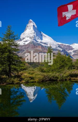 Matterhorn reflétant dans grindjisee(lac) à alpes suisses, Suisse Banque D'Images