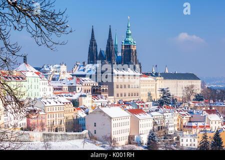 Le château gothique de Prague au cours de l'heure d'hiver en République tchèque Banque D'Images