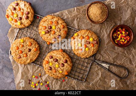 Les cookies d'automne avec des bonbons Banque D'Images