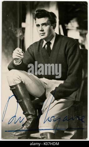 Sir Dirk Bogarde (1921 - 1999), acteur et écrivain. Date:
