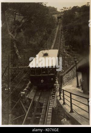 Peak tram allant jusqu'à l'île Victoria, Hong Kong, Chine, 23 avril 1939. Date: 1939 Banque D'Images