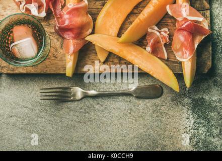 Vin d'été partie fixe avec vin rose, melon jambon prosciutto, Banque D'Images