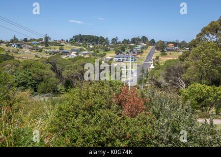 Maisons dans un quartier résidentiel d'Eden New South Wales Australie Un port de pêche sur la baie Twofold Banque D'Images