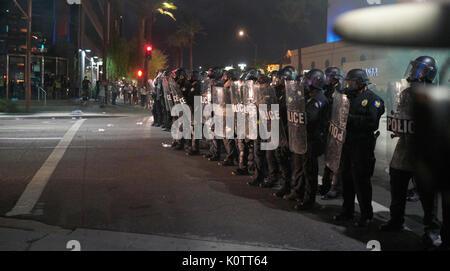 Trump rassemblement à Phoenix Arizona protestataires et partisans Banque D'Images