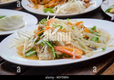 Salade de papaye avec du crabe cheval Banque D'Images