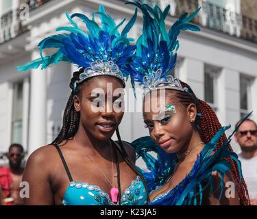 Notting Hill, Londres, Royaume-Uni, le 28 août 2017. Les participants et les fêtards s'apprécier le carnaval de Banque D'Images