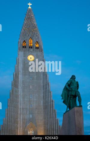 C'est un Luthérien Hallgrimskirkja Church (église paroissiale) de l'Islande à Reykjavik, Islande. Banque D'Images