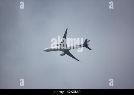 CHIANG MAI, THAÏLANDE - 27 août 2017: Boeing 777-300 HS-TKO TG103 de Thai Airways. Décoller de l'aéroport Suvarnabhumi Banque D'Images