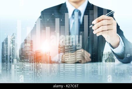 De plus en plus présent d'affaires graphique avec l'arrière-plan de la ville, la croissance de l'entreprise Banque D'Images