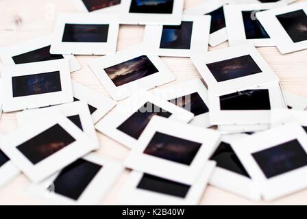 Film couleur 35 mm montés sur glissières bois Banque D'Images