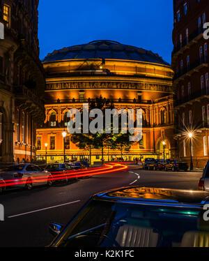 Lumières autour du Royal Albert Hall, au crépuscule, Londres, UK Banque D'Images