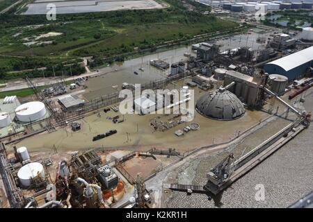 Houston, États-Unis. Août 31, 2017. Vue aérienne d'un terminal de chargement chimique au port de Houston que le Banque D'Images