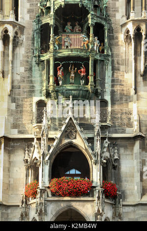 Le Rathaus-Glockenspiel, Old Town Hall, Marienplatz, Munich, Allemagne Banque D'Images
