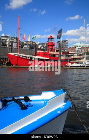 Navire de lumière historique, converti en bar, restaurant und Hotel-Ship, port d'Hambourg, Allemagne, Europe Banque D'Images
