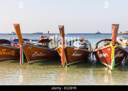 Bateaux prows, Sunrise Beach, Koh Lipe, Satun, Thailande