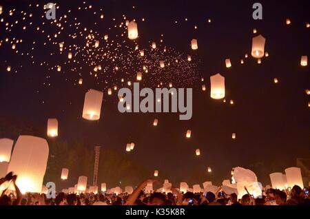 Loy Krathong festival yi peng chiang mai Thaïlande Banque D'Images