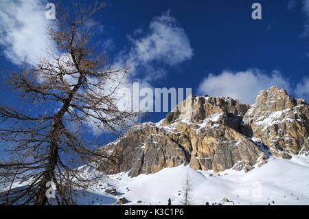 Lagazuoi, vu de la montagne passo falzarego en hiver, dolomites, Cortina d'Ampezzo, Belluno, Veneto, Italie Banque D'Images