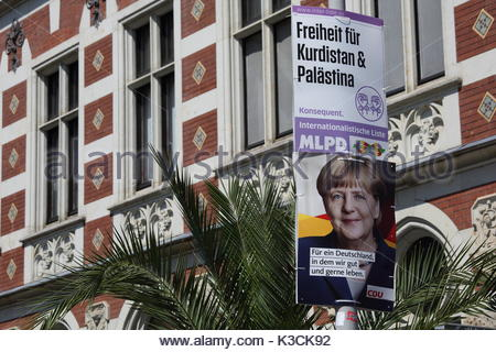 Des pancartes politiques à Erfurt Allemagne dans les semaines avant les élections allemandes. Banque D'Images