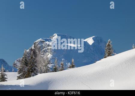 Vue depuis le Idealhang à la montagne Brauneck au temps hivernal Benediktenwand (montagne), Augsburg, Bavière, Allemagne Banque D'Images