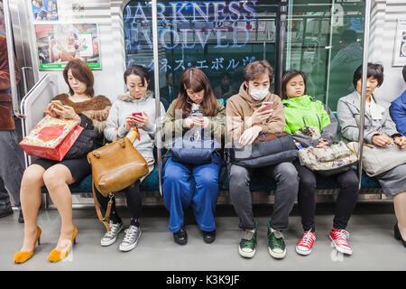 Japon, Tokyo, Hoshu Yamanote, ligne de train, les passagers Banque D'Images