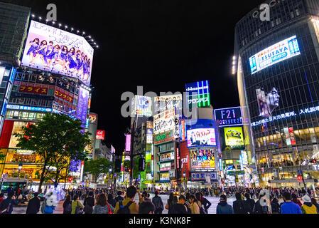 Tokyo, Japon - 21 avril 2014: avis de quartier Shibuya de nuit. shibuya est connu comme l'un des centres de la Banque D'Images
