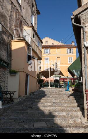 Une volée de marches en pierre ancienne dans les ruelles de la vieille ville de Corte Haute-Corse Corse France Europe Banque D'Images