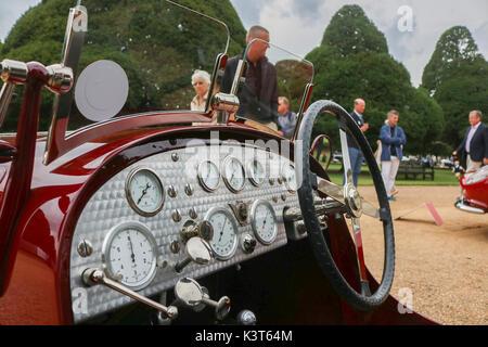 London uk. 3 septembre 2017. Une collection de 60 voitures classiques les plus rares du monde entier à l'affiche au concours de l'élégance à Hampton Court Palace. crédit: amer ghazzal/Alamy live news