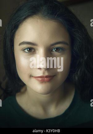 13 year old woman portrait head shot Banque D'Images