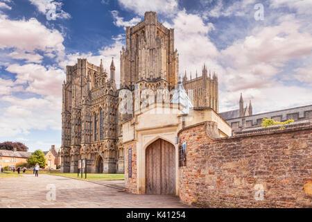 9 Juillet 2017: Wells, Somerset, England, UK - La Cathédrale, l'un des plus beaux et le siège de l'évêque de Bath et Wells.