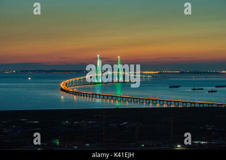 Incheon Bridge at night en Corée du Sud. Banque D'Images