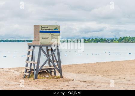 Les avions de lifeguard station à Couchiching Beach à Orillia (Ontario) Canada. Septembre apporte des températures Banque D'Images