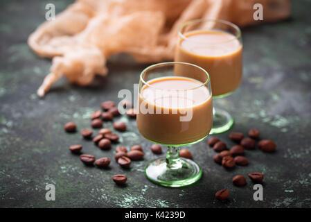 Boisson à la crème irlandaise et les grains de café