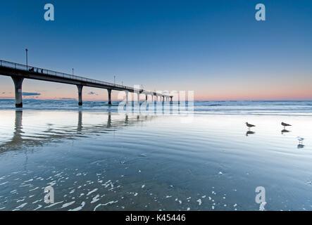 Coucher du soleil à New Brighton Beach View à Christchurch, île du Sud, Nouvelle-Zélande. Banque D'Images