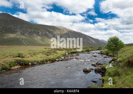 Dionard Dionard Strath rivière qui traverse un saumon et truite de mer sur la rivière Gualin Estate, Sutherland Banque D'Images