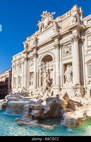 Italie Rome la fontaine de Trevi soutenu par le Palazzo Poli Italie Lazio Rome de jour eu Europe Banque D'Images