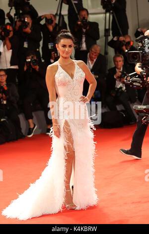 Europe, Italie, Lido di Venezia, 06 septembre 2017 : Penelope Cruz au photocentre du film 'Loving Pablo' , réalisateur Banque D'Images