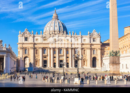 ITALT ROME LE VATICAN St Peters Square et basilique St Pierre du Vatican Roma Rome Lazio Italie Europe de l'UE Banque D'Images