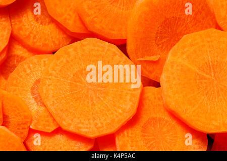 Encadré plein shot close-up de carottes coupées. Banque D'Images