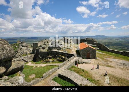 Le château de la cité médiévale et historique du village de Monsanto, portugal Beira Baixa. Banque D'Images