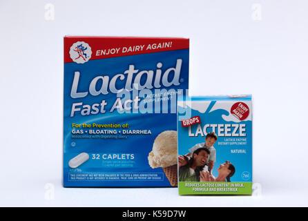 Lactaid Comprimés et gouttes Lacteeze sont disgestive sida. Leurs enzymes lactase prévenir l'intolérance au lactose Banque D'Images