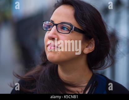 Jeune fille turque pose pour la caméra Banque D'Images