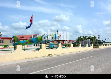 Playa Giron, Cuba - juillet 24, 2016: le musée de la baie des Cochons. vintage avion, les chars et l'artillerie Banque D'Images