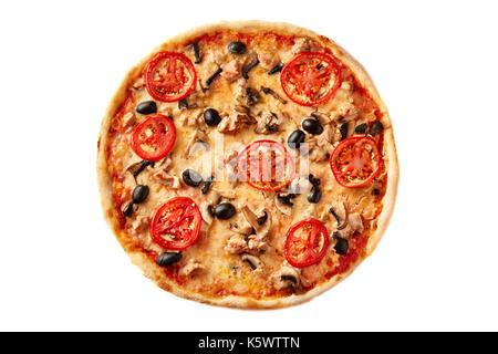 La pizza sur fond de bois clair. Vue de dessus de la pâtisserie fine croûte sur un bureau en bois. Banque D'Images
